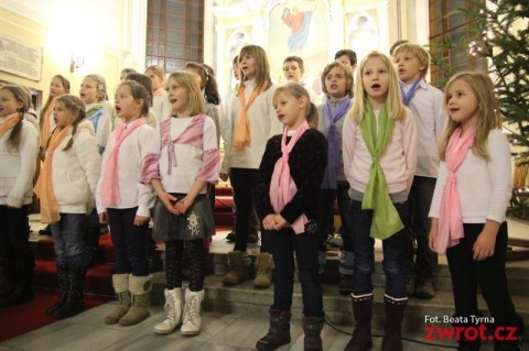 Chóry szkolne zaśpiewały Na Niwach