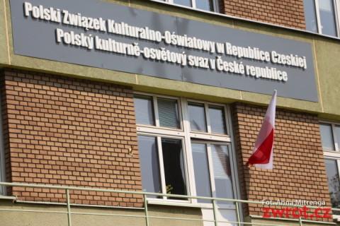 Polskie flagi zdobią Domy PZKO