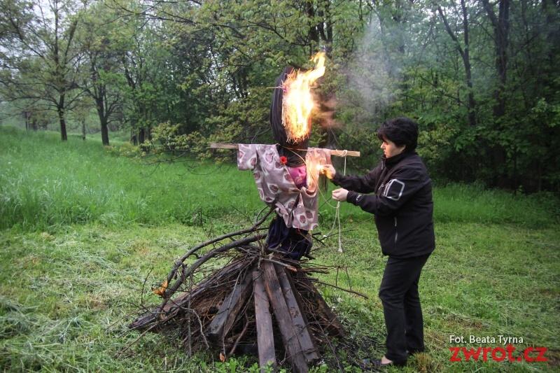 Palenie czarownic