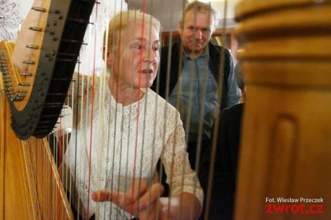 Z harfą przez świat