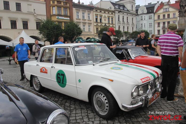 Rajd starych samochodów na cieszyńskim rynku (fotogaleria)