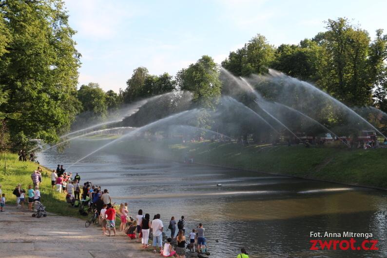 Wodny most dla strażaków