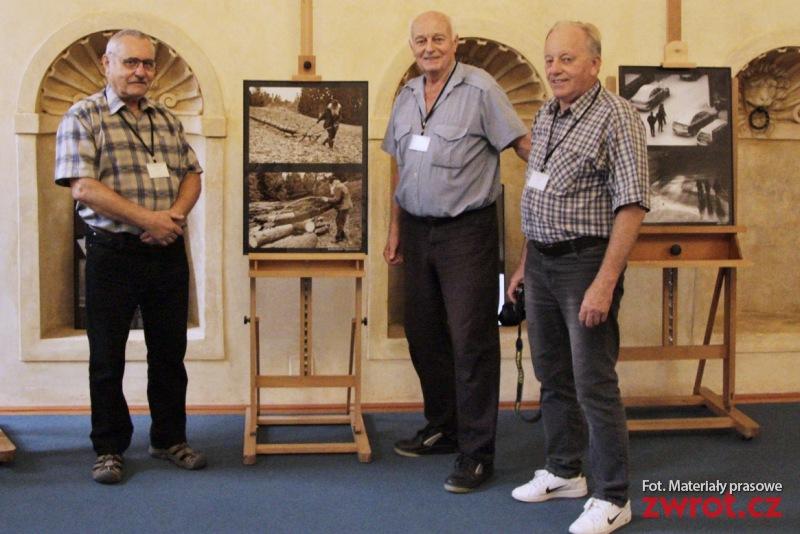 Jabłonkowianie wystawiają zdjęcia w Senacie