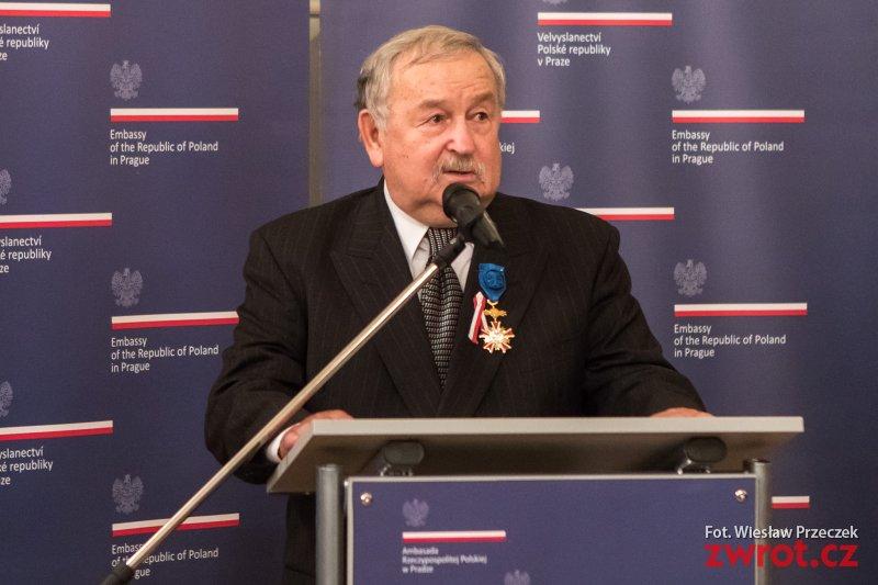 Karol Suszka odznaczony Krzyżem Oficerskim