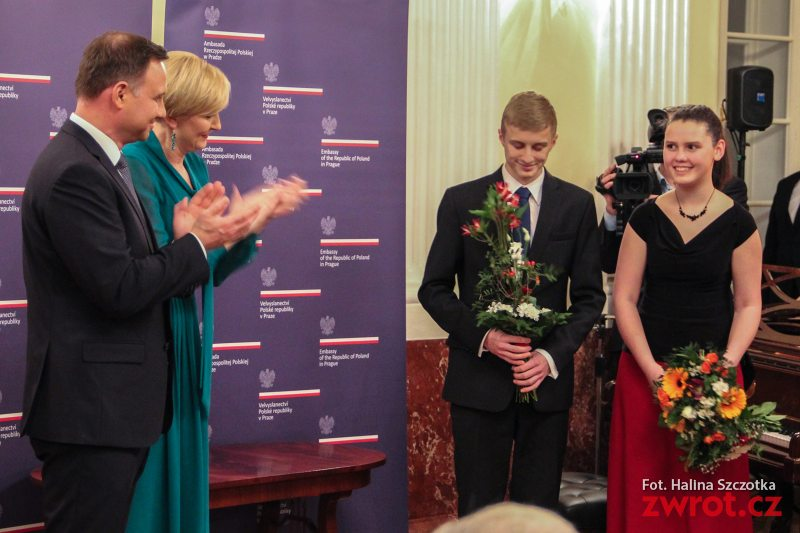 Prezydent Duda śpiewa z Przemkiem Orszulikiem (wideo)