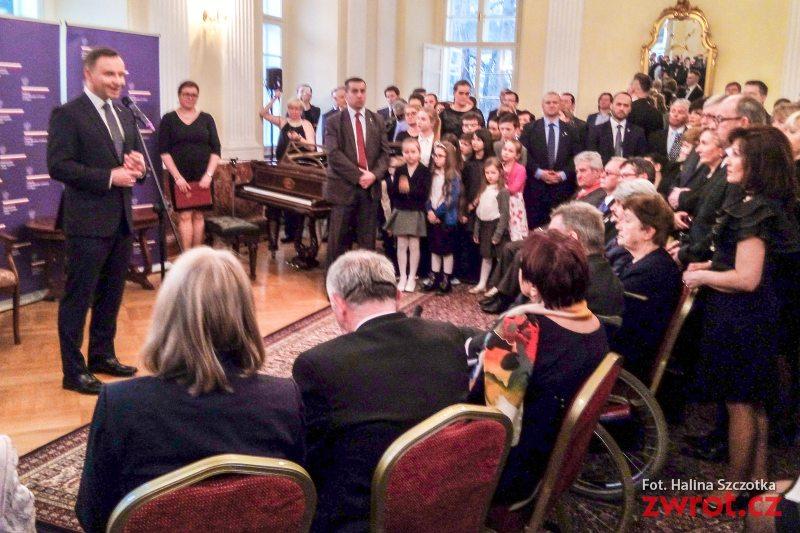 Prezydent Duda spotkał się w Pradze z rodakami