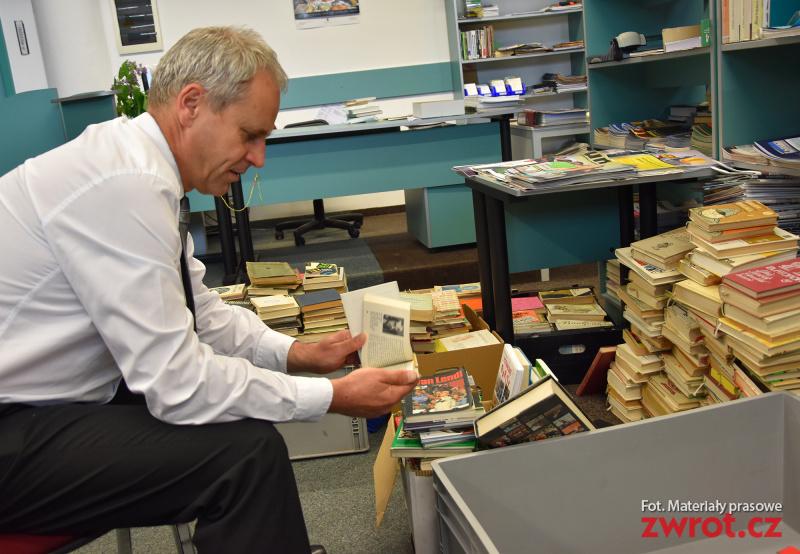 Tysiące książek dla hutniczej szkolnej biblioteki