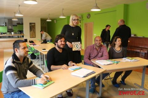 Uchodźcy uczą się czeskiego