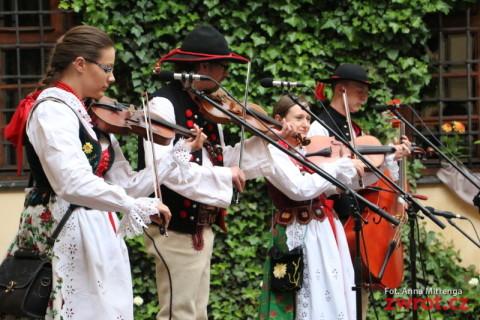 XI Dzień Tradycji na dziedzińcu muzeum