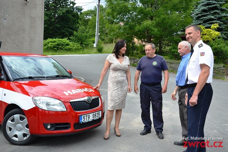 Strażacy z nowym autem