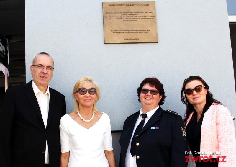 Rodzina z Polski ufundowała tablicę strażaka