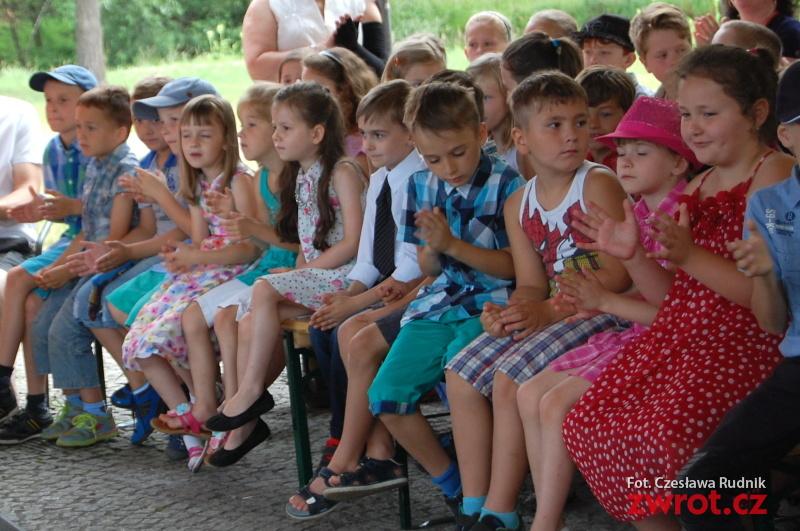 Apel karwińskich uczniów odbył się nad wodą (zdjęcia)