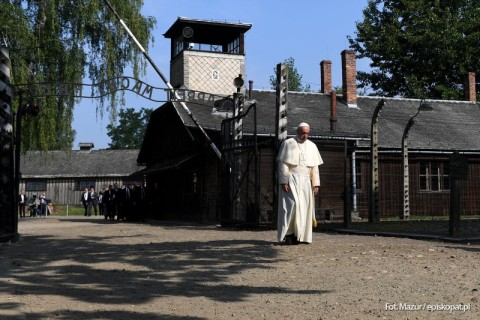 W ciszy Auschwitz