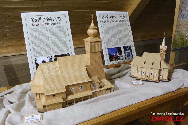 Unikalna wystawa kościołów, kaplic i dzwonnic z drewna