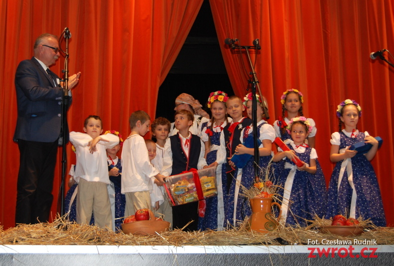 Wielopokoleniowe widowisko na jubileusz zespołu Dziecka ze Stonawy