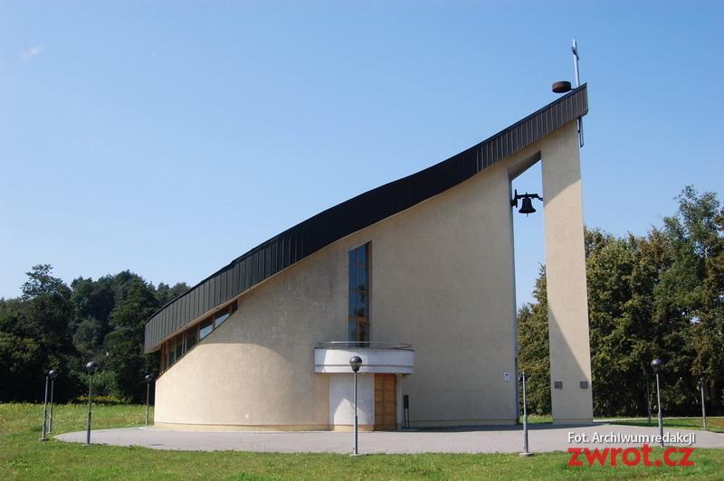 Kościół w kształcie łzy służy wiernym już piętnaście lat