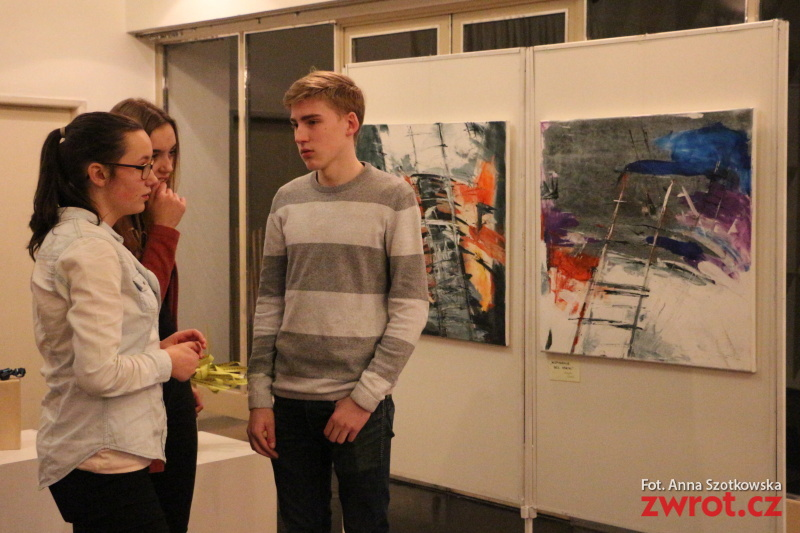 Nieskończoność tematem wystawy uczniów Gimnazjum