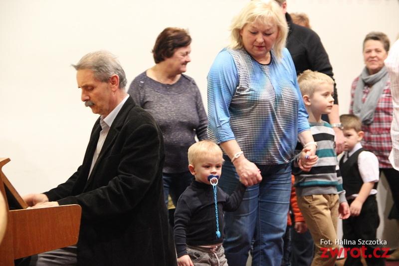 Taniec z babcią i dziadkiem
