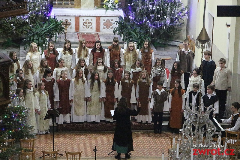 Chór dziecięcy Trallala zaśpiewał w niedzielę kolędy