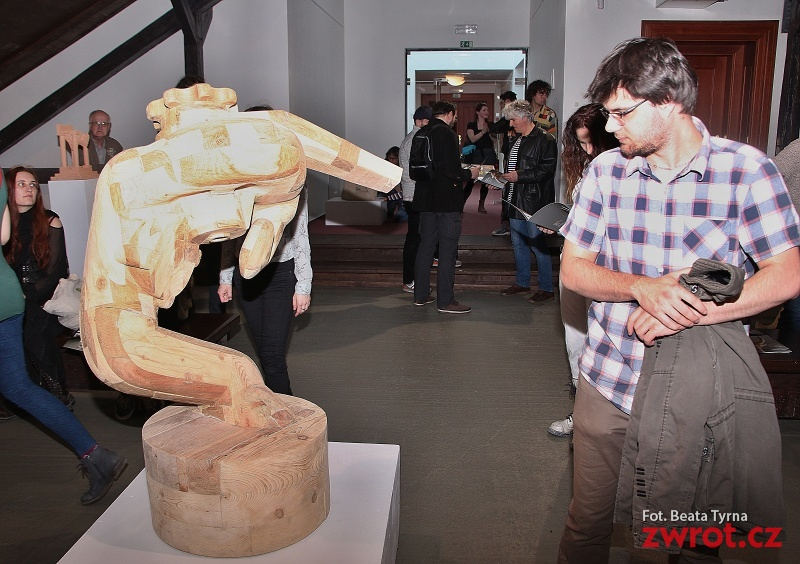 """""""Następna Fala"""" – wystawa rzeźby w Galerii na Strychu"""
