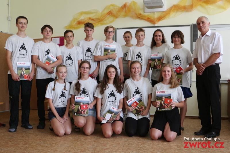 Wędryńscy dziewiątoklasiści pożegnali szkołę