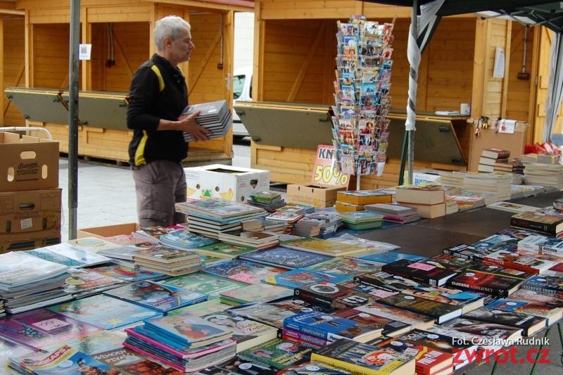 Na rynek po książkę za grosik