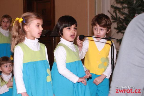 Dzieci z czeskocieszyńskiej szkoły kolędowały