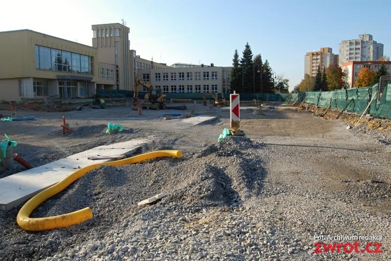 Plac budowy w centrum Orłowej-Lutyni