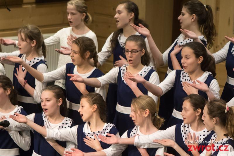 Młodzież śpiewała w Kasowym