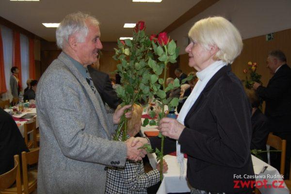 Zebranie z różą