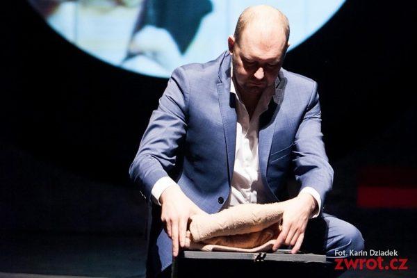 Dariusz Waraksa odbiera nagrodę