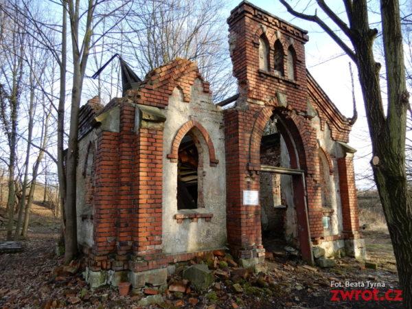 Dołącz się do sprzątania cmentarza