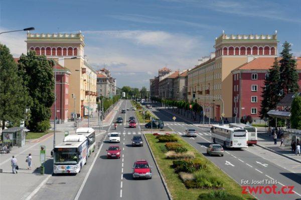 Dwie kolejne ulice z ruchem jednokierunkowym