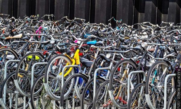 Znakowanie rowerów na moście