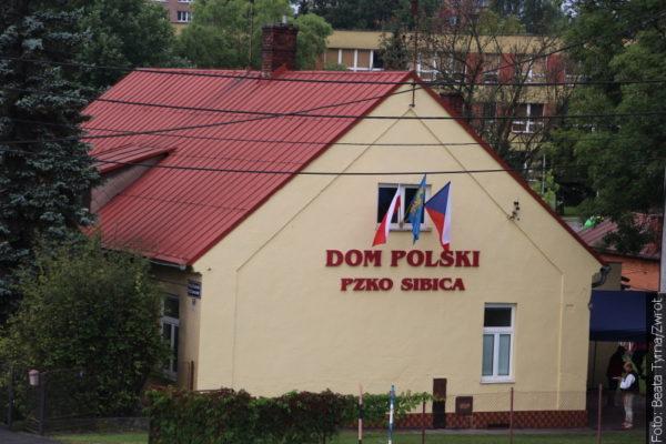 """Spacery ze """"Zwrotem"""": Polska szkoła w Sibicy"""