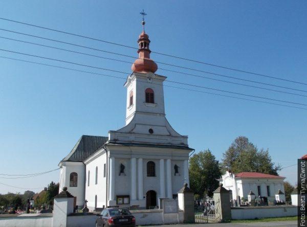 """Spacery ze """"Zwrotem"""": Kościół w Gnojniku"""