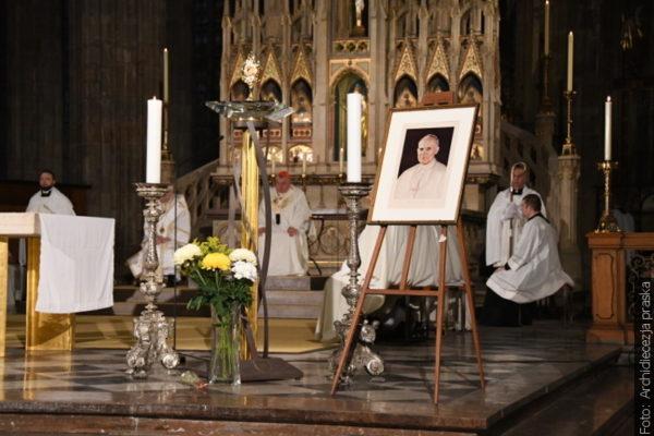 Praska msza upamiętniająca rocznicę pontyfikatu Jana Pawła II