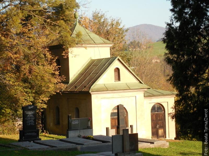 """Spacery ze """"Zwrotem"""": Cmentarz ewangelicki w Lesznej"""