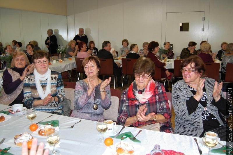 Nauczyciele emeryci spotkali się przed świętami