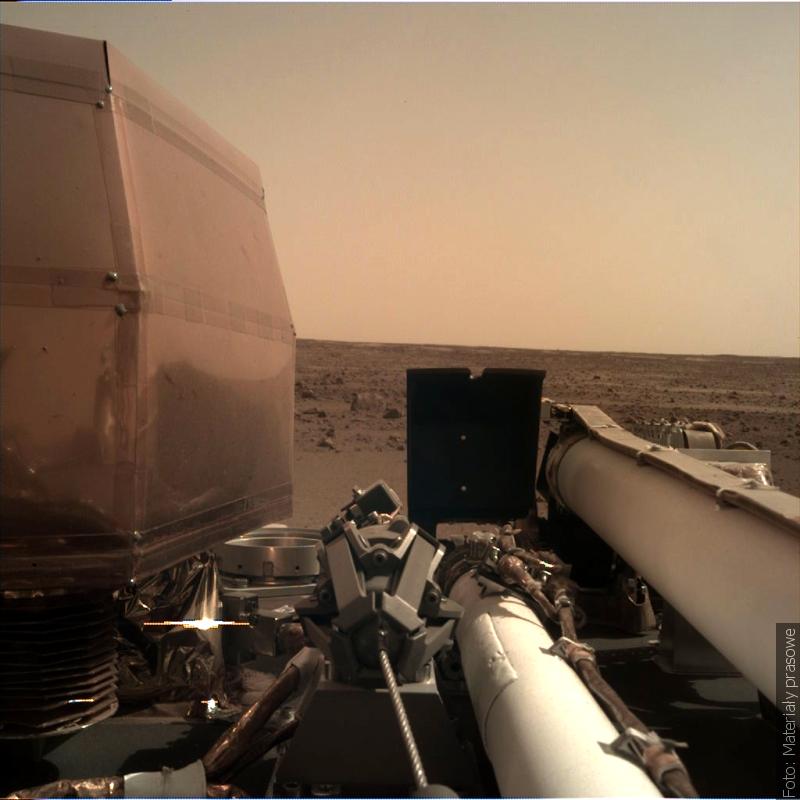 """""""Zwrot"""" astronomicznie: InSight z polskim kretem wylądował na Marsie"""