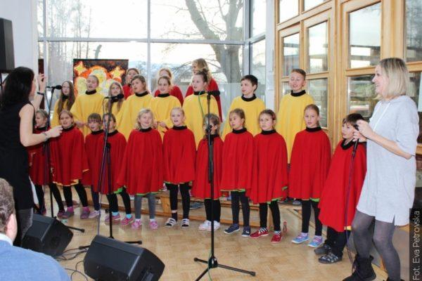 Z poczty redakcyjnej: Gnojnicki chór szkolny zaśpiewał z kapelą Glayzy