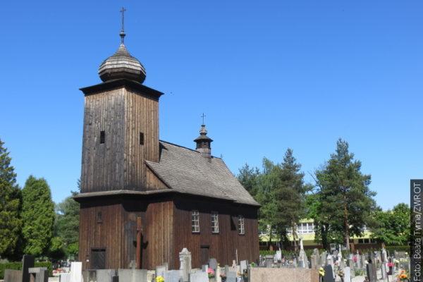 """Spacery ze """"Zwrotem"""": Drewniany kościół św. Piotra i Pawła"""
