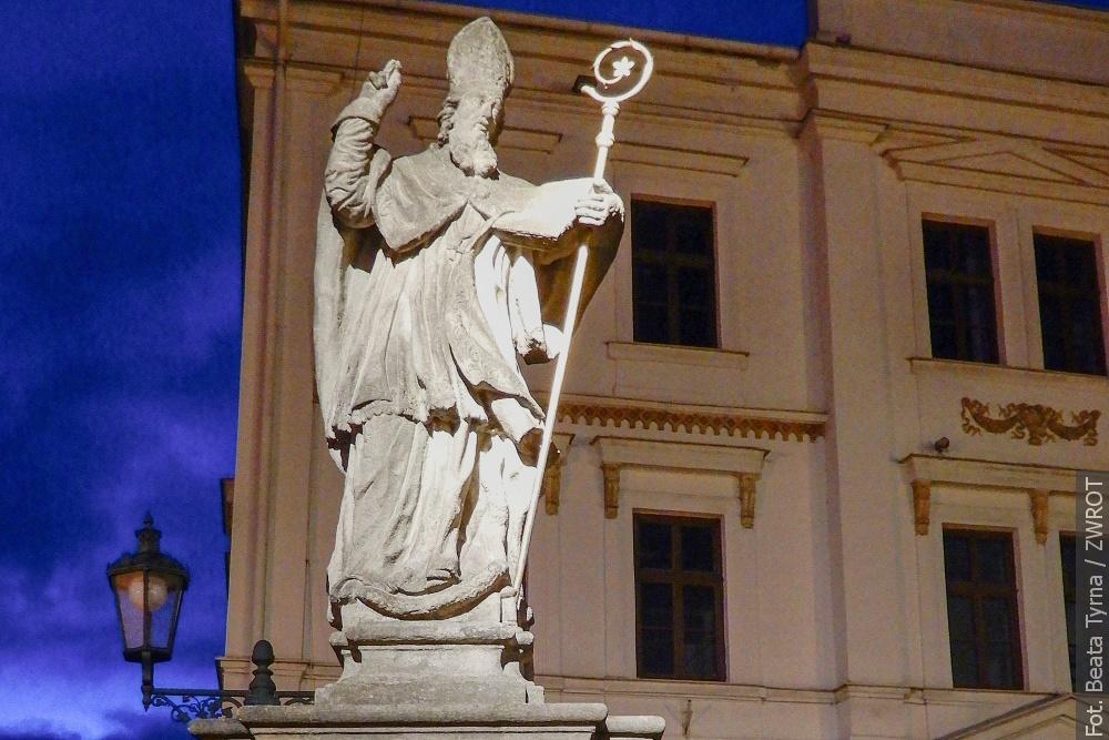 """Spacery ze """"Zwrotem"""": Figura św. Patryka we Frysztacie"""