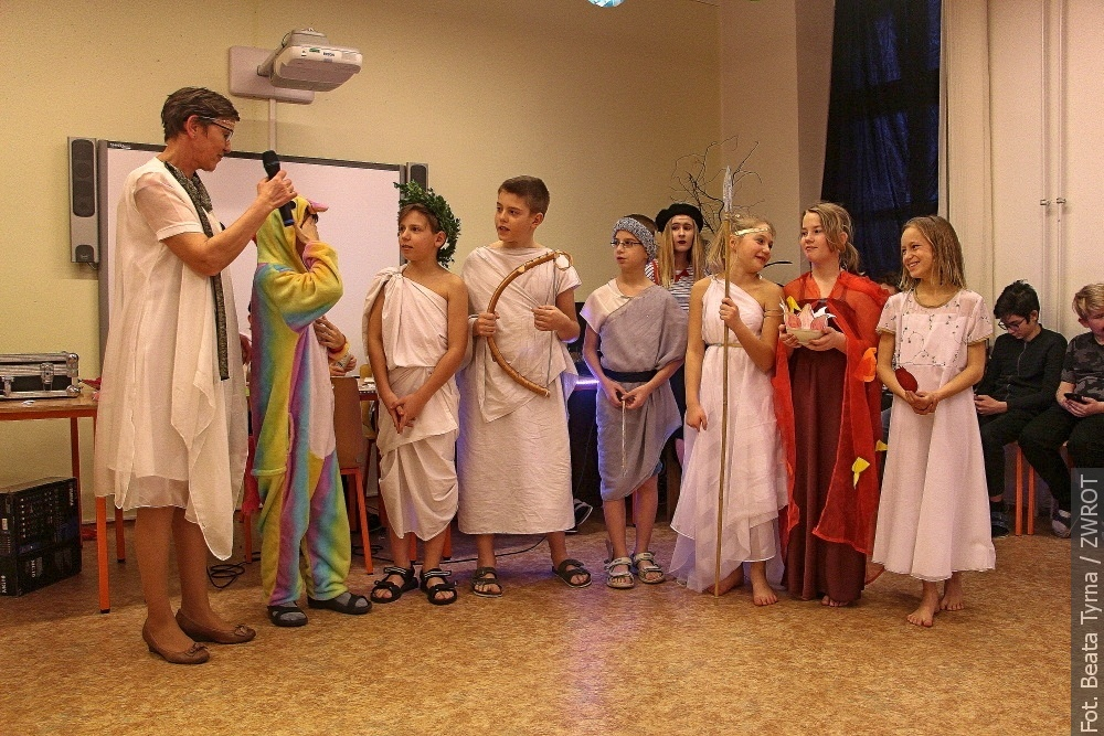 Uczniowie wędryńskiej podstawówki balowali