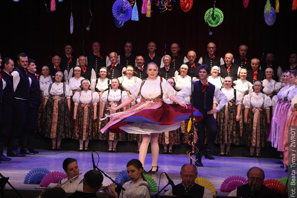 """Koncert """"Karnawał z folklorem""""  ZPiT Ziemi Cieszyńskiej. Powtórka już dziś"""