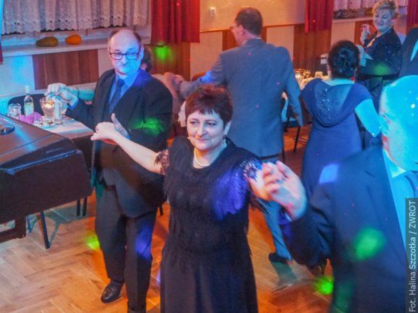 Na balu w Nydku bawiła się pełna sala