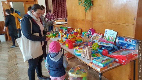 Mamy z Milikowa urządziły kiermasz dziecięcych ubranek
