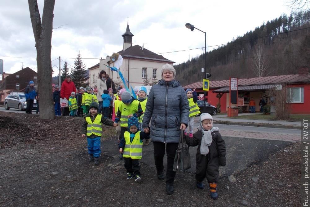 Będzie wiosna, przedszkolaki z Łomnej i Milikowa utopiły Marzannę