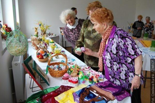 Piotrowicki Klub Kobiet zaprezentował pomysłowe dekoracje wielkanocne