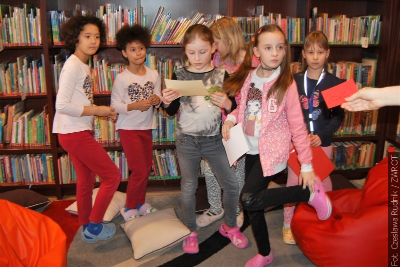 Młodzi karwińscy czytelnicy spędzili wieczór w bibliotece